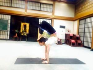 engwayoga_handstand_tera3